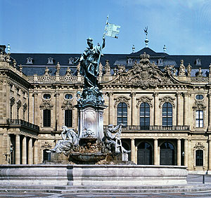 Picture: Façade of the Residence with the Franconia Fountain